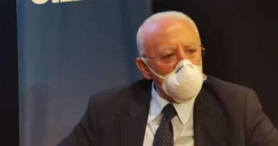 """Emergenza Covid in Campania, De Luca annuncia: """"E' indispensabile decidere subito il lockdown""""."""